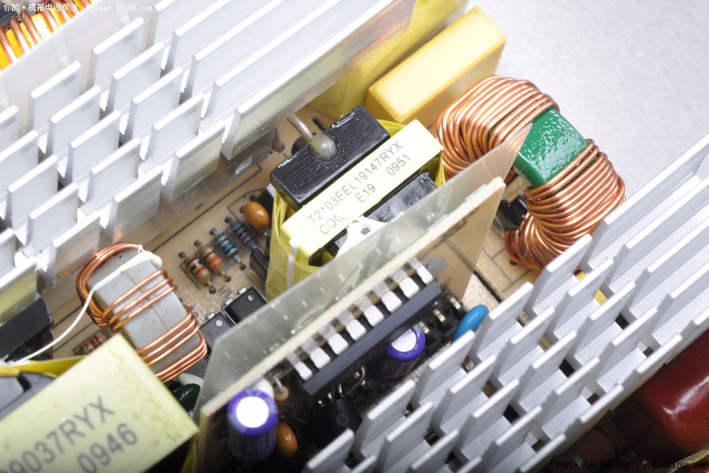 变压器,配合若干厄流线圈,滤波电容,mos管等高品质元件,以及一个电路
