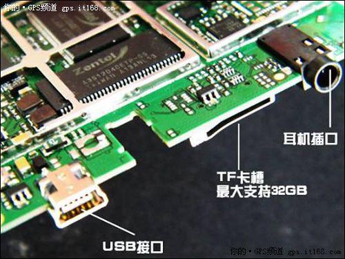 ACCO艾酷 A520做工考究的音频,充电接口已经扩展卡槽   在音频接口、充电接口、扩展卡槽这些小元件的做工上,ACCO艾酷 A520都是相当考究的,单独模块化的接口设计,非一般电子产品能比,这也是国内许多品牌GPS产品所需要学习的地方。
