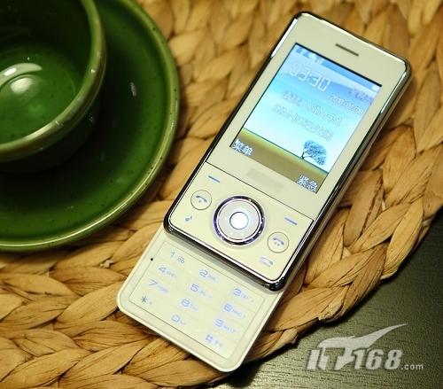 纯美外观设计 炫彩跑马灯七喜e668手机