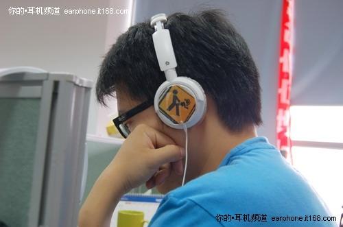 """耳机可以玩""""变脸"""""""