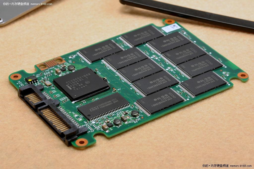 1t西数硬盘电路板主控芯片图片