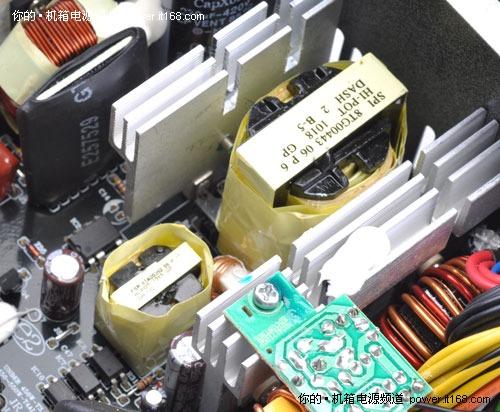 电源的开关管电路,用以将高压电流转换为适合电脑