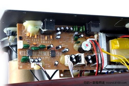 电路板,两枚yg4558运放芯片; 融合家居化 功能化 麦博fc530u音箱评测
