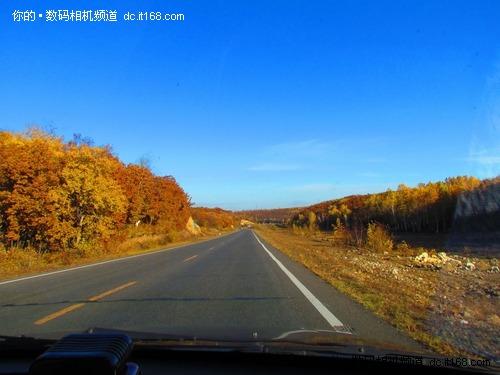 道路与小屋风景图片
