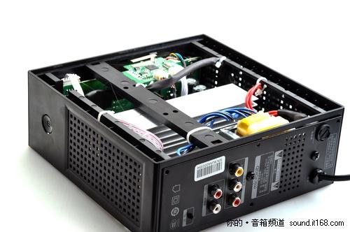 麦博fc361w前级使用了两块yg4558作为音箱的运算放大芯片.