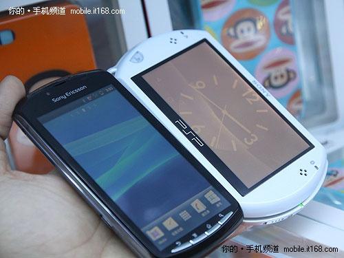 索爱PS Phone/索尼PSP Go合影照(上)