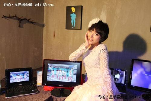2011最红显示器非她莫属 三星红韵靓机