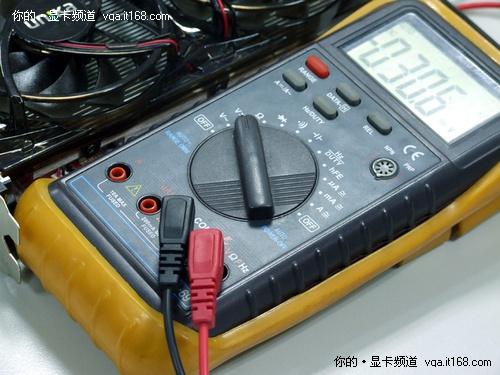 测试电压时,万用表调整到对应档位