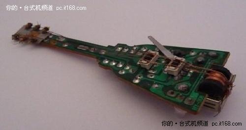 餐巾纸套环     硬盘驱动器的控制电路板摇身一变成餐巾纸套环.