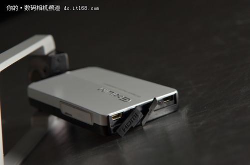 卡西欧EX-TR100外观设计