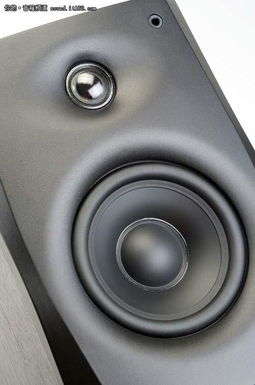 细节特写   扬声器和功放电路的提升是d1010-4的升级重点,惠威历经1年