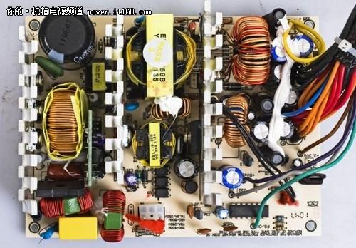 rp550采用了由cm6800芯片打造的主动式pfc.