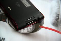 尺寸更似掌机 索尼Z1050外观解析