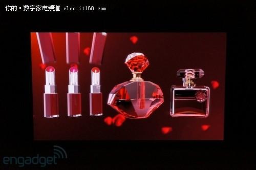 松下在IFA2012展出103寸裸眼3D电视面板