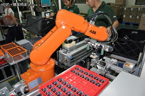 电路板机器人焊接gif