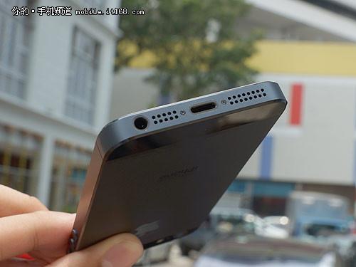 底部设计大变革 iPhone5评测之机身底部