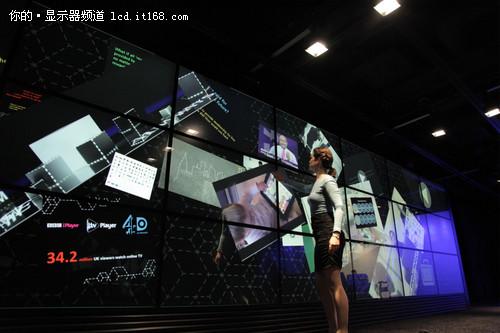 24块55寸显示器拼接 组世界最大触摸屏