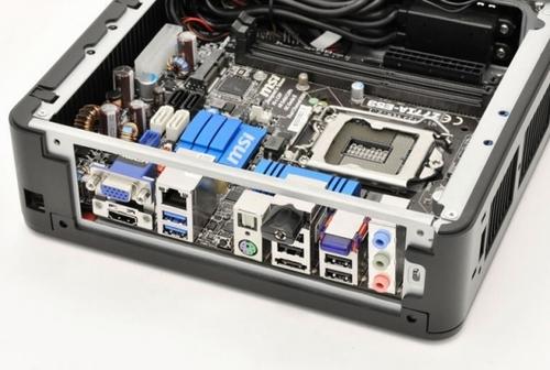 可挂显示器后面 安钛克展示itx特色机箱