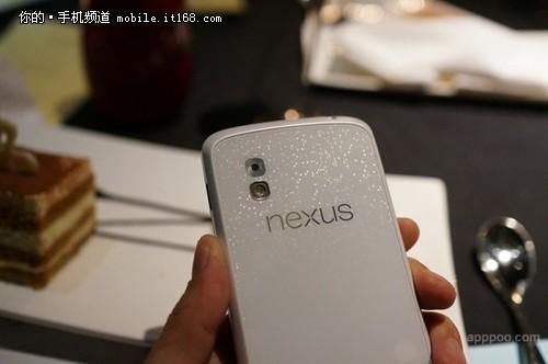 后盖依旧璀璨 Nexus4白色版曝光