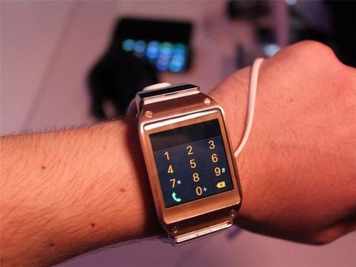 三星也出手表 智能手表Galaxy Gear试玩