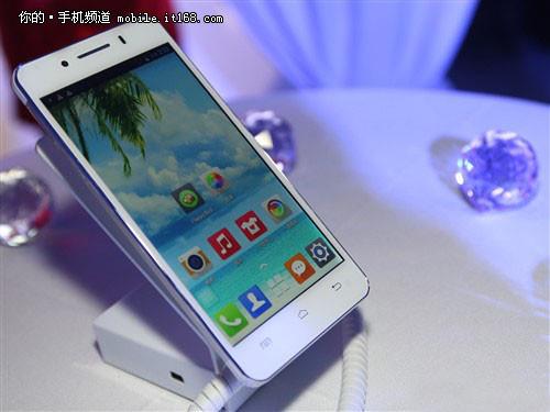 售888元 8核手机北斗青葱X1发布