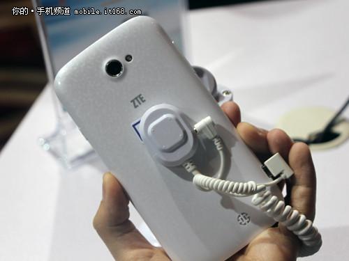 4G手机仅999元 中兴大Q手机Q801U发布