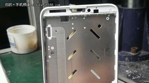 金属一体化机身设计 小米4大曝光