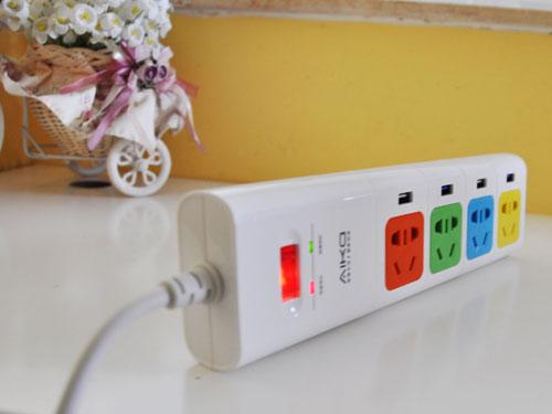 充电还挺快 带USB接口的插线板试用报告