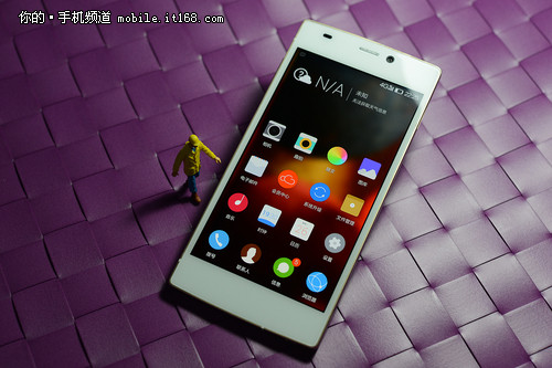 从最薄看工艺 全球最薄4G手机S5.5L上手