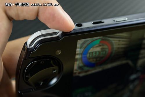 独特掌机外形 独有的双摇杆设计的手机-为游戏而生