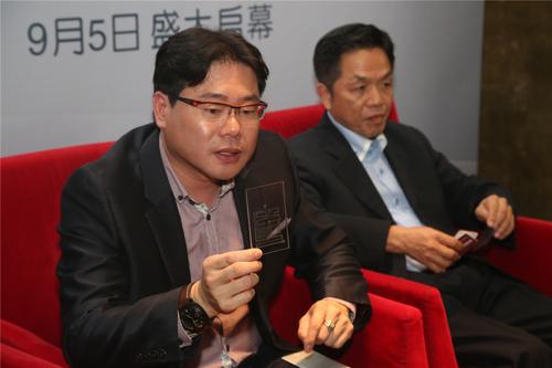 WMCC发布首款悬浮气动防爆手机保护玻璃
