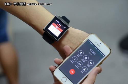 可以不用拿出手机,直接使用手表对话,可以接听电话,也可以进行拨号