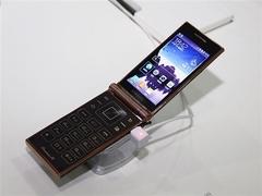 四核翻盖商务3G手机 三星W2014仅8990元