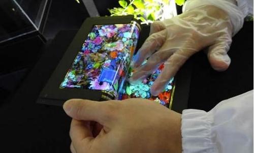 亮瞎眼 日本首推8.7英寸可三段折叠屏幕