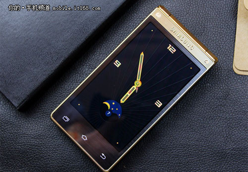 电信4G双卡+双屏实体键 三星W2015评测