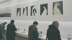 Apple Store更换灯箱广告 变身艺术画廊