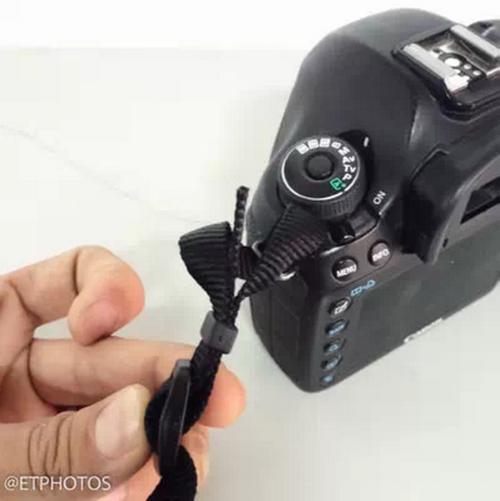 相机肩带怎么系?