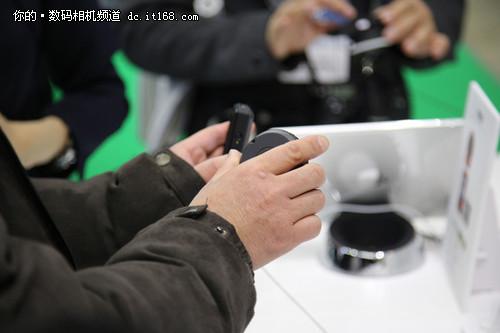 男人的自拍神器 卡西欧EXILIM FR10展出