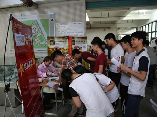 省城建学院举办2015年毕业生夏季招聘会