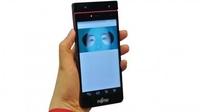 科技感爆棚 富士通发首款虹膜识别手机