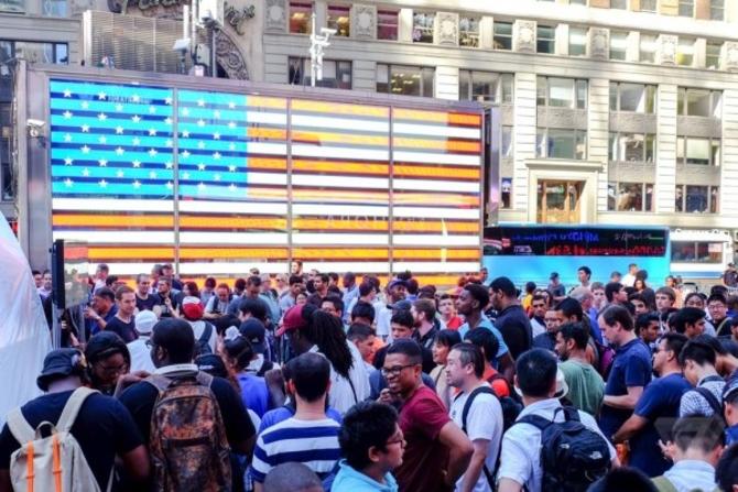 一加手机2纽约时代广场举办推广活动