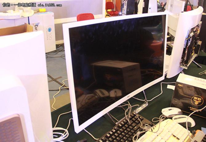 领跑曲面PIO HKC首推DIY超薄曲面一体机