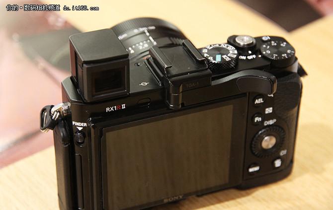 索尼黑卡RX1RII与微单A7SII新品亮相