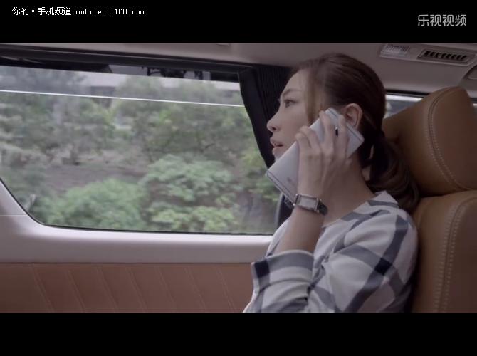 胡歌手握一加2 影视剧中国产手机盘点