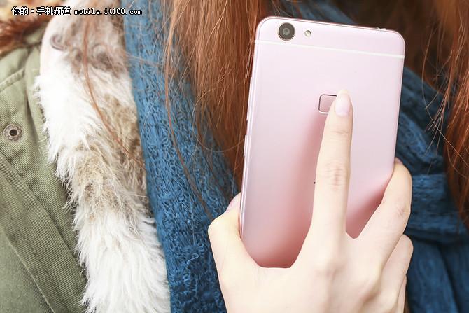 妹子玩手机第4期 玫瑰金vivo X6Plus