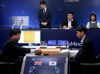 人机大战:李世石是否成为人工智能棋子