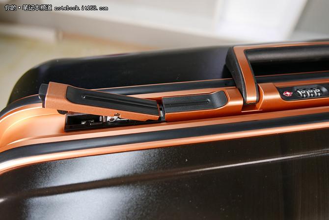 特色一:全球首款笔记本专属旅行箱