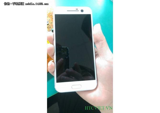 前置摄像头瞩目 白色HTC 10真机曝光