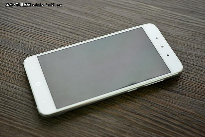5英寸手机手感盲测试