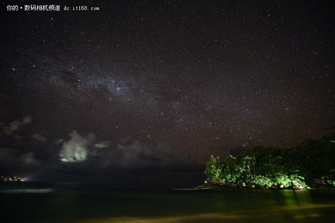 所以我又开始拍海滩星空了.图片